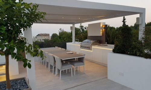 Stunning Dining Area under Bioclimatic Pergola Biossun in Marbella