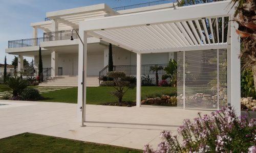 Shade Corner by the pool with Bioclimatic Biossun Pergola in Marbella