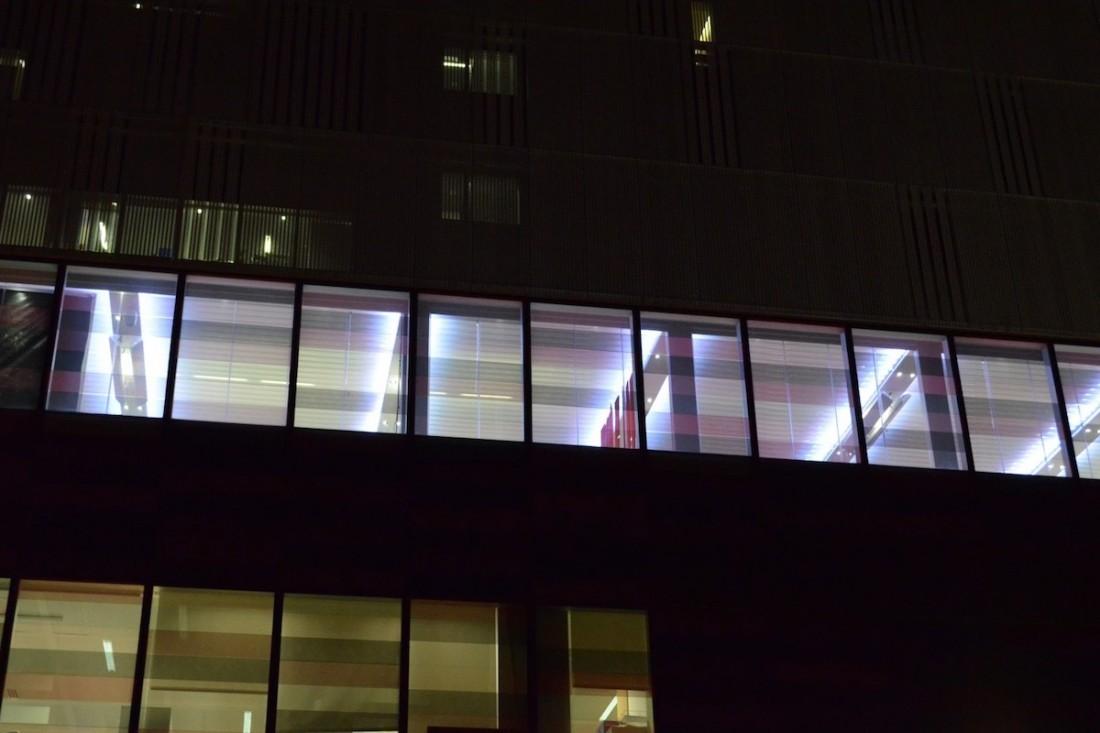 Cubierta de terraza con lamas móviles en oficinas de Mahou