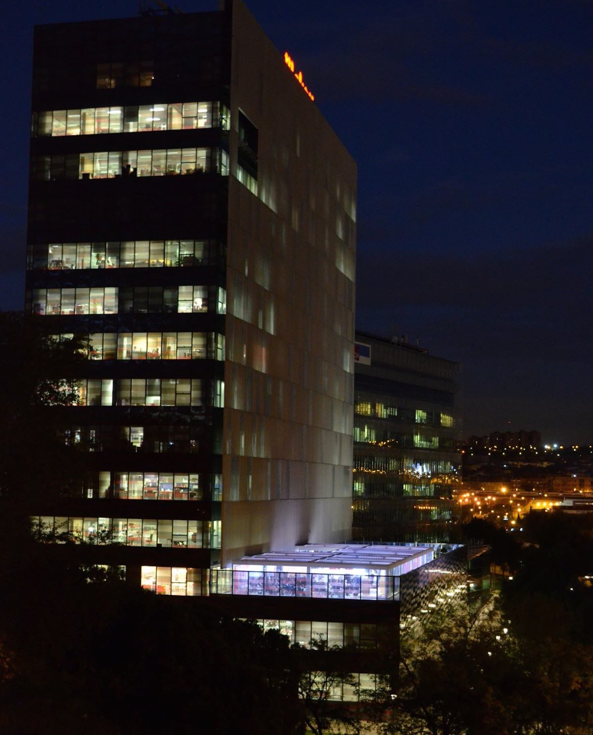 Iluminación de la pérgola Biossun instalada por Outdoor Concepts en Mahou
