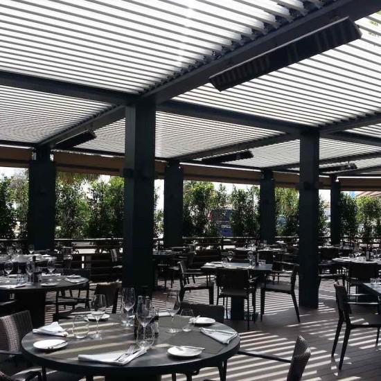 Pérgola de lamas móviles restaurante Biossun