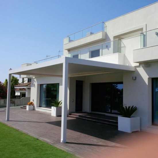 Instalación de Outdoor Concepts de pérgola Biossun en Cádiz
