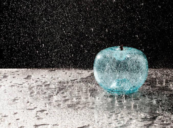 Esculturas transparentes en forma de fruta Bull&Stein