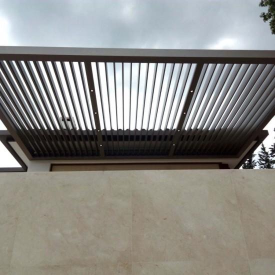 Instalación de pérgola bioclimática en un chalet en Marbella