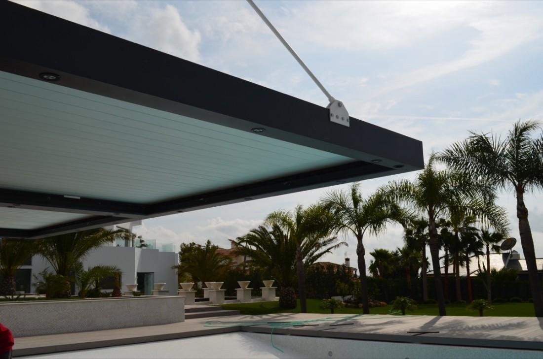 Instalación pérgola bioclimática con tirante en Marbella