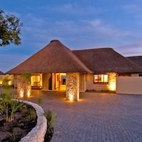 Outdoor Concepts instalación de techos de madera y junco